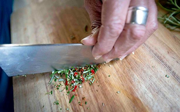battuto di aglio, peperoncino e rosmarino