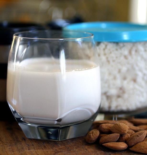 latte di mandorla home made